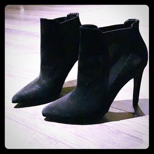 LE CHATEAU Suede Booties